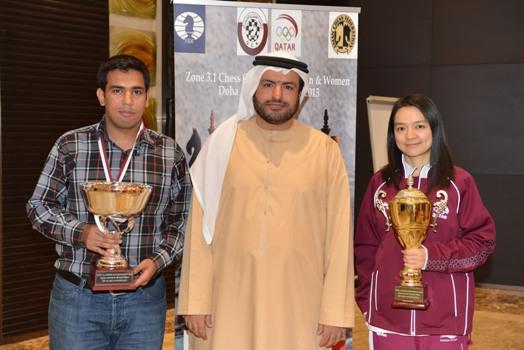 Hisham Al-Taher with the two champions, Darini Pouria (Iran) and Zhu Chen (Qatar)